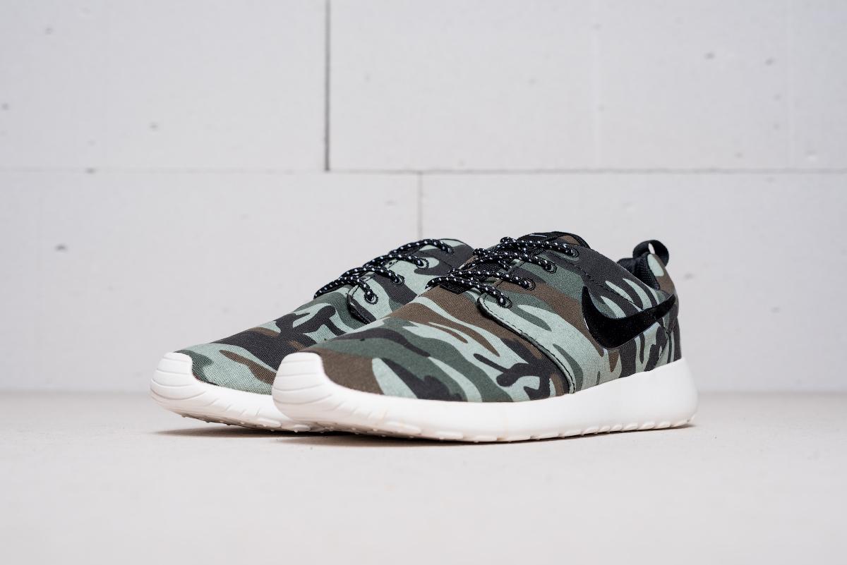 eb4bc5a0f867 Кроссовки Nike Roshe Run купить за 990 руб. в интернет магазине ...